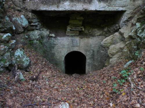 l'ingresso ad un rifugio sotterraneo delle trincee della linea Cadorna